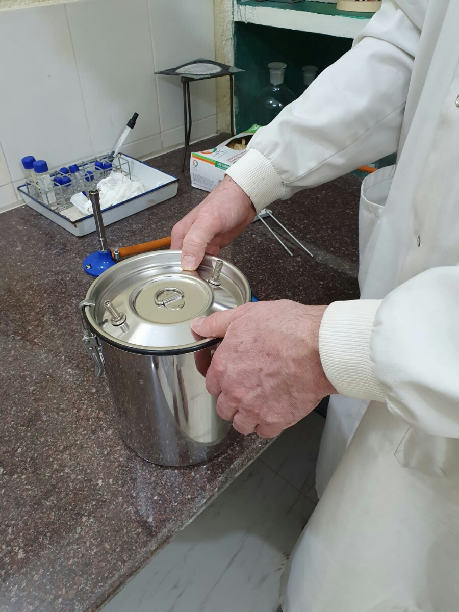 Isolating anaerobic bacteria in a Don Whitley jar
